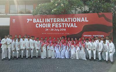 SMALA Choir SMA Negeri 5 Purwokerto Berhasil Menjejakkan Prestasi di Ajang Dunia
